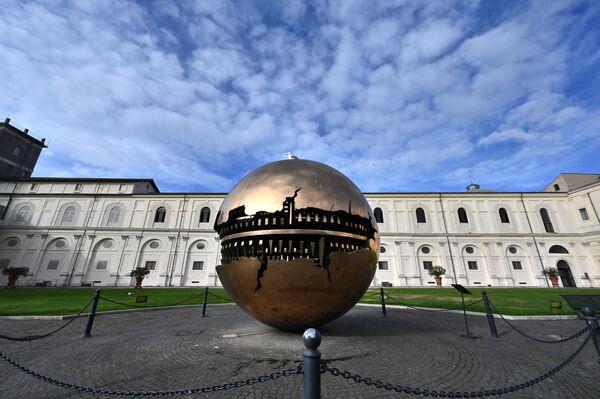 Kula w Muzeum Watykańskim w dniu jego otwarcia po zniesieniu ograniczeń - Sputnik Polska