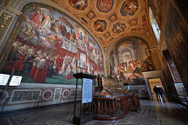 Odwiedzający w Sala dell'Immacolata w Watykanie  - Sputnik Polska