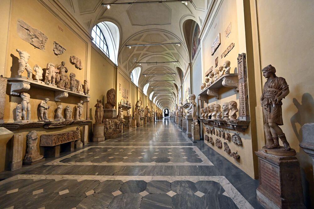 Pusty korytarz Muzeum Watykańskiego