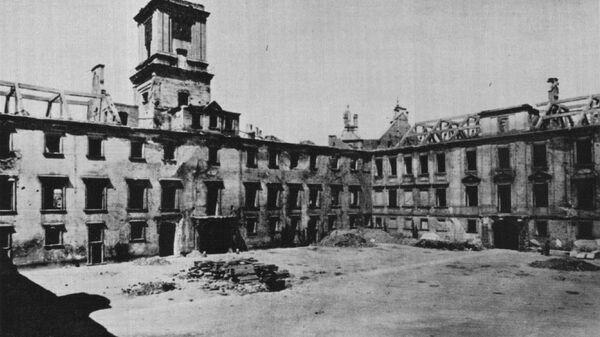 Zamek Królewski w 1941 roku bez dachu, celowo usunięty przez Niemców w celu przyspieszenia procesu dewastacji - Sputnik Polska