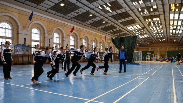 Lekcja wychowania fizycznego w Wojskowej Akademii Kosmicznej im. A.F. Możajskiego w Petersburgu - Sputnik Polska