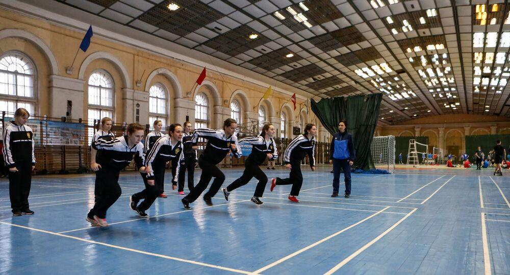 Lekcja wychowania fizycznego w Wojskowej Akademii Kosmicznej im. A.F. Możajskiego w Petersburgu