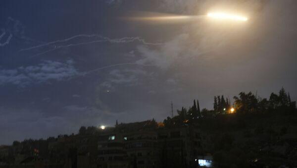 Izraelski atak rakietowy na Syrię - Sputnik Polska
