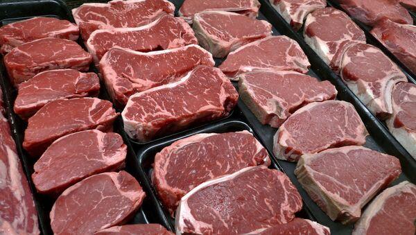 Mięso i steki w sklepie spożywczym w McLean, Virginia, USA - Sputnik Polska