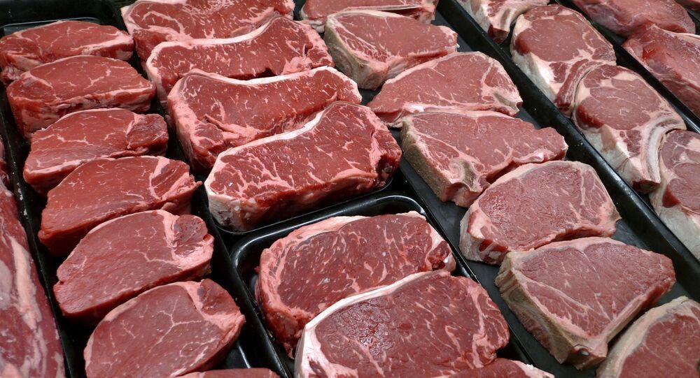 Mięso i steki w sklepie spożywczym w McLean, Virginia, USA