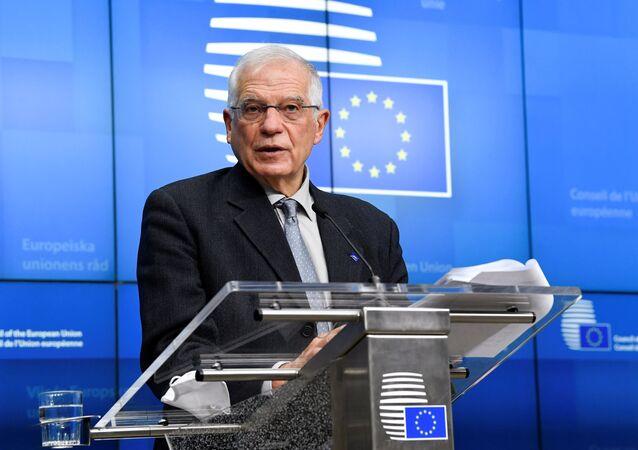Wysoki przedstawiciel UE ds. polityki zagranicznej i bezpieczeństwa Josep Borrell przemawia na konferencji w Brukseli.