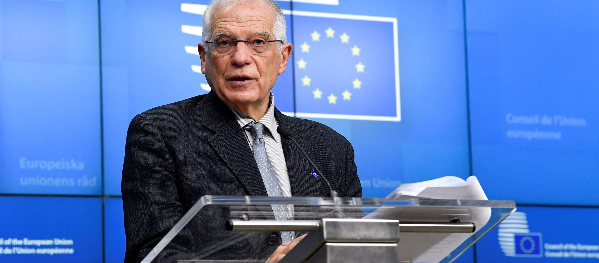 Wysoki przedstawiciel UE ds. polityki zagranicznej i bezpieczeństwa Josep Borrell przemawia na konferencji w Brukseli - Sputnik Polska, 1920, 05.02.2021