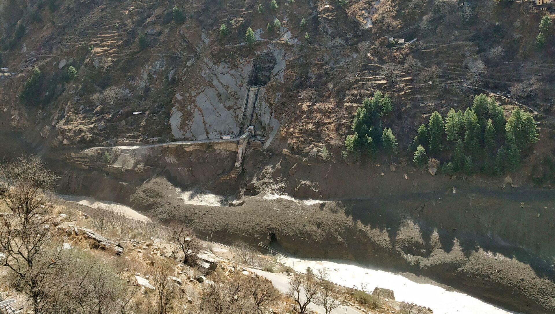 Uszkodzenie tamy po zejściu mas lodowych w indyjskim stanie Uttarakhand - Sputnik Polska, 1920, 07.02.2021
