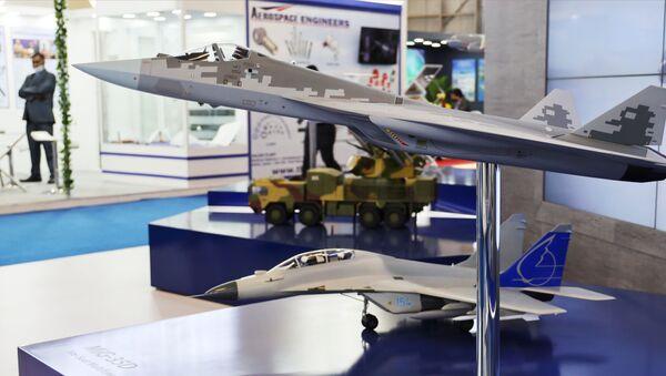 Model samolotu Su-57 na targach Aero India 2021 w Bangalore. - Sputnik Polska