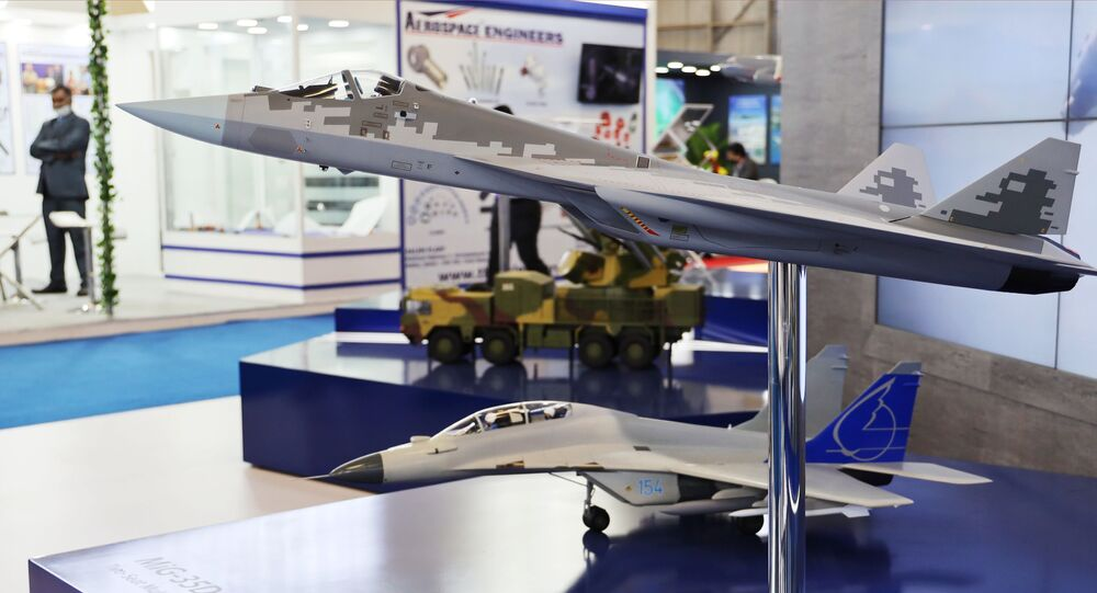 Model samolotu Su-57 na targach Aero India 2021 w Bangalore.