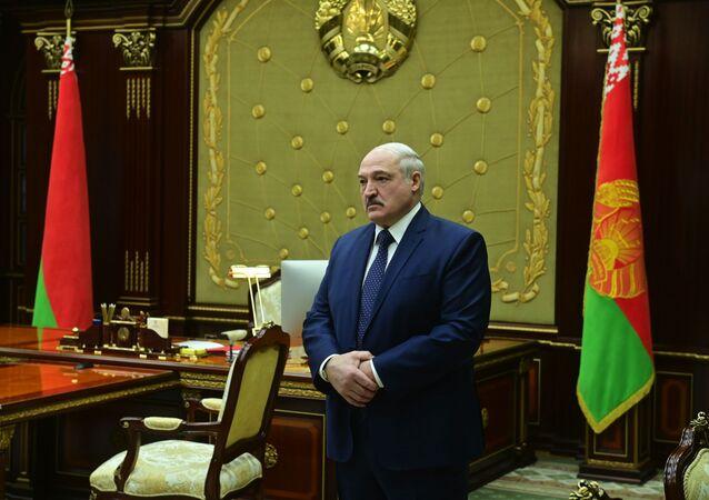 Prezydent Białorusi Aleksander Łukaszenko przed spotkaniem w Mińsku