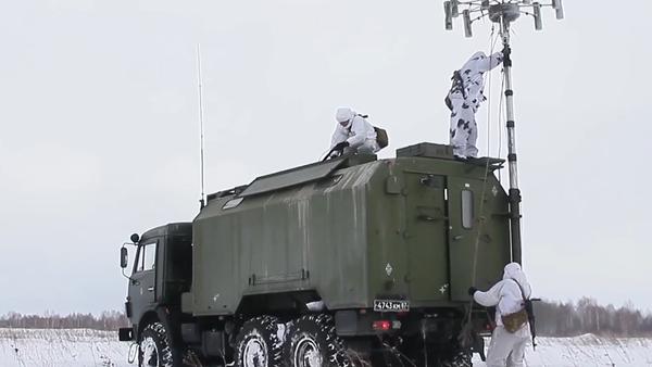 Ćwiczenia motoryzowanych strzelców i elektronicznych jednostek bojowych - Sputnik Polska