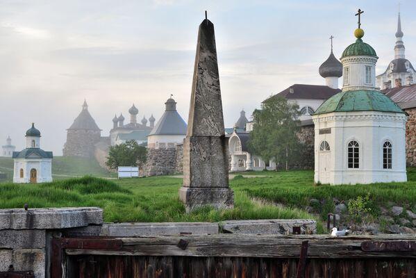 """Zdjęcie """"Klasztor Sołowiecki we mgle"""" autorstwa rosyjskiego fotografa Aleksandra Bajdukowa, które zwyciężyło w konkursie Wiki Loves Monuments 2020 wśród uczestników z Rosji - Sputnik Polska"""