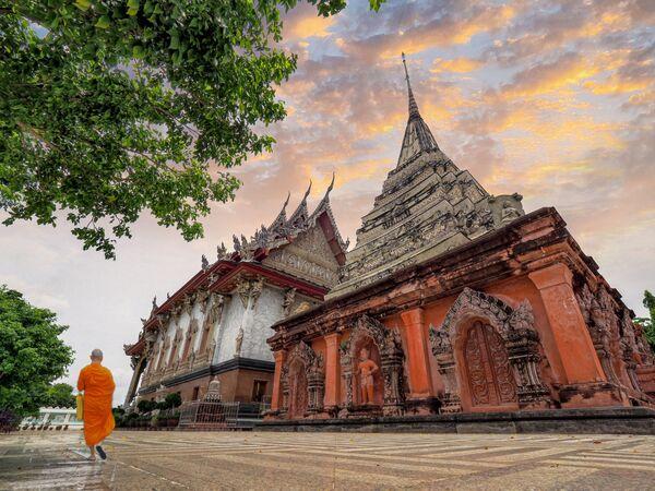 Zdjęcie Wat klang bang kaew autorstwa tajlandzkiego fotografa Athichitry, zwycięzcy tajlandzkiego Wiki Loves Monuments 2020 - Sputnik Polska
