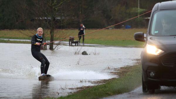 Dziewczyna na wakeboardzie niedaleko Frankfurtu - Sputnik Polska