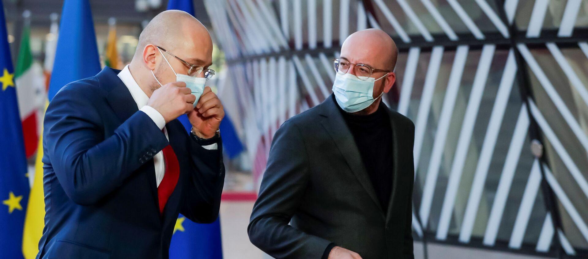 Premier Ukrainy Denis Shmygal i Przewodniczący Rady Europejskiej Charles Michel w Brukseli, Belgia - Sputnik Polska, 1920, 09.02.2021