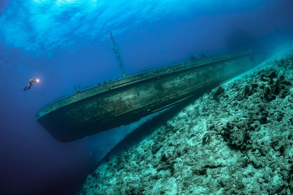 Zdjęcie niemieckiego fotografa Tobiasa Friedricha, zwycięzcy w kategorii Wrecks konkursu The Underwater Photographer of the Year 2021