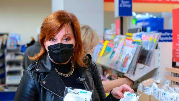 Minister finansów Czech Alena Schillerová podczas wizyty w supermarkecie Tesco w Pradze - Sputnik Polska