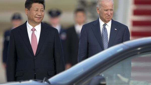 Prezydent Chińskiej Republiki Ludowej Xi Jinping i wiceprezydent Joe Biden w Stanach Zjednoczonych, 2015 rok - Sputnik Polska