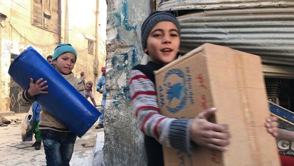Pomoc humanitarna. Aleppo, Syria - Sputnik Polska