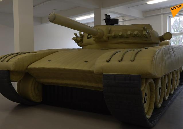 Nadmuchiwana kopia radzieckiego T-72