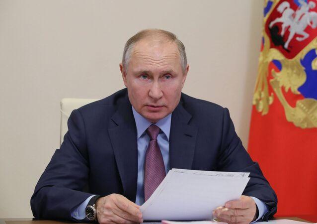 Prezydent Rosji Władimir Putin na online-konferencji
