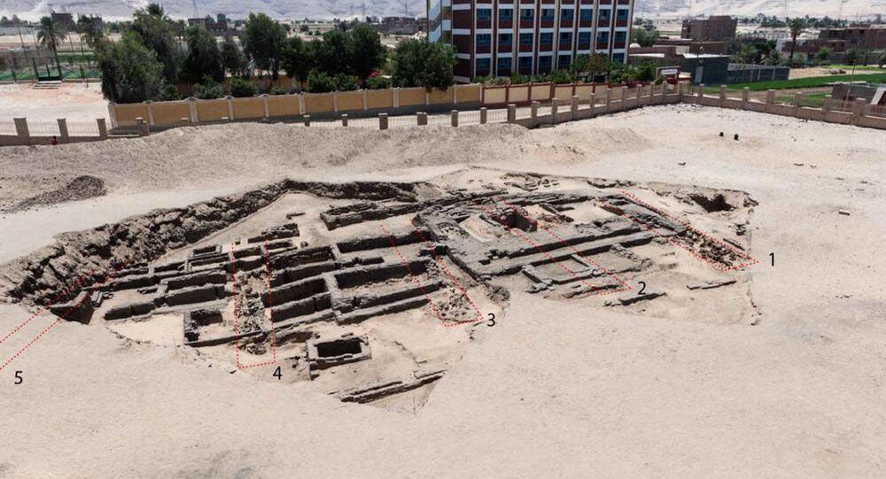 Egipsko-amerykański zespół archeologów odkrył prawdopodobnie najstarszy browar na świecie w egipskiej prowincji Sohag.