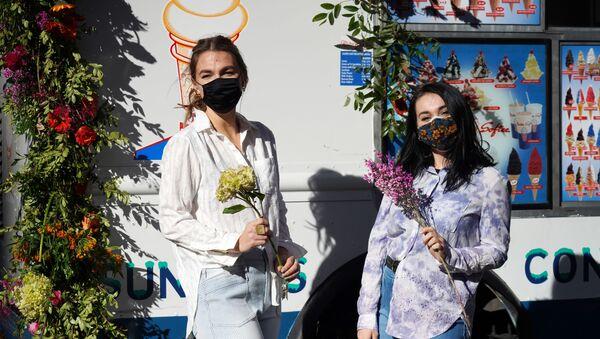 Dziewczyny z bukietami kwiatów w Nowym Jorku  - Sputnik Polska