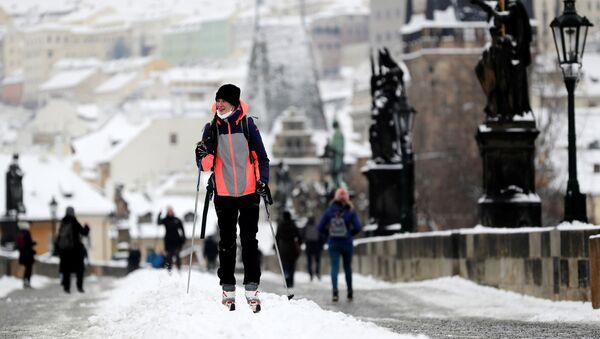 Dziewczyna na nartach w Pradze - Sputnik Polska