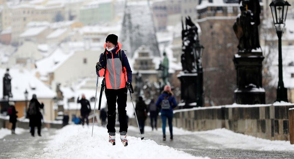 Dziewczyna na nartach w Pradze