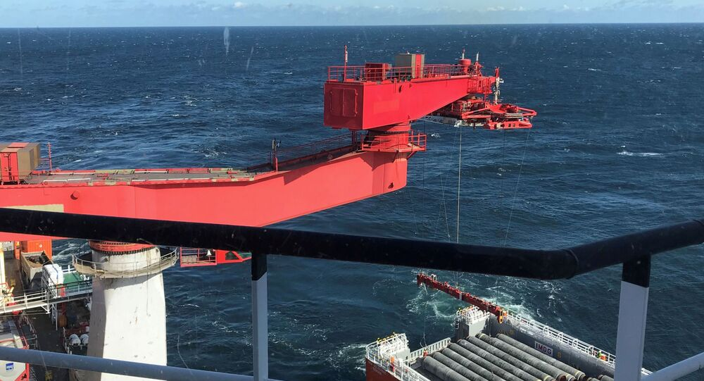 Układanie rur gazociągu Nord Stream 2 na Morzu Bałtyckim