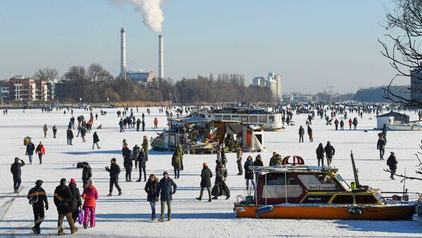 Mroźny zimowy dzień w Berlinie - Sputnik Polska
