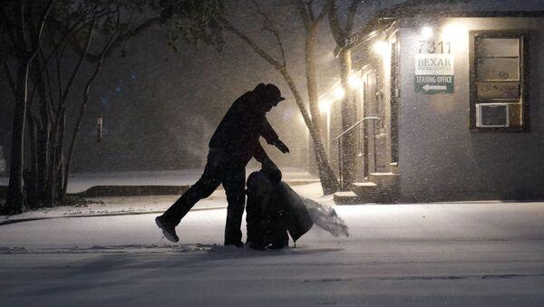 Skutki opadów śniegu w San Antonio w Teksasie - Sputnik Polska