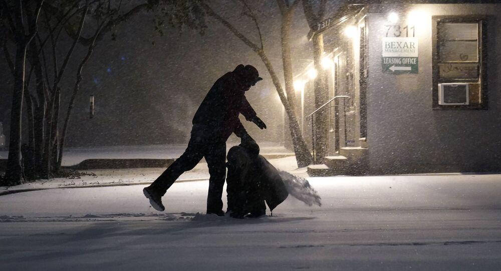 Skutki opadów śniegu w San Antonio w Teksasie