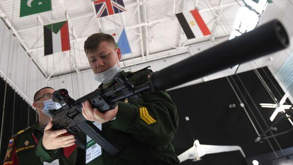 Nowa wersja karabinu szturmowego Kałasznikow AK-19 - Sputnik Polska