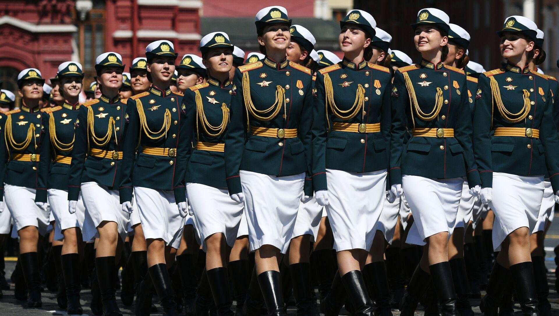 Żołnierki na Placu Czerwonym w Moskwie podczas Defilady Wojskowej z okazji 75. rocznicy Zwycięstwa - Sputnik Polska, 1920, 16.02.2021