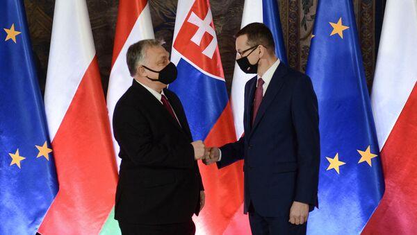 Mateusz Morawiecki i Wiktor Orban podczas szczytu Grupy Wyszehradzkiej w Krakowie - Sputnik Polska