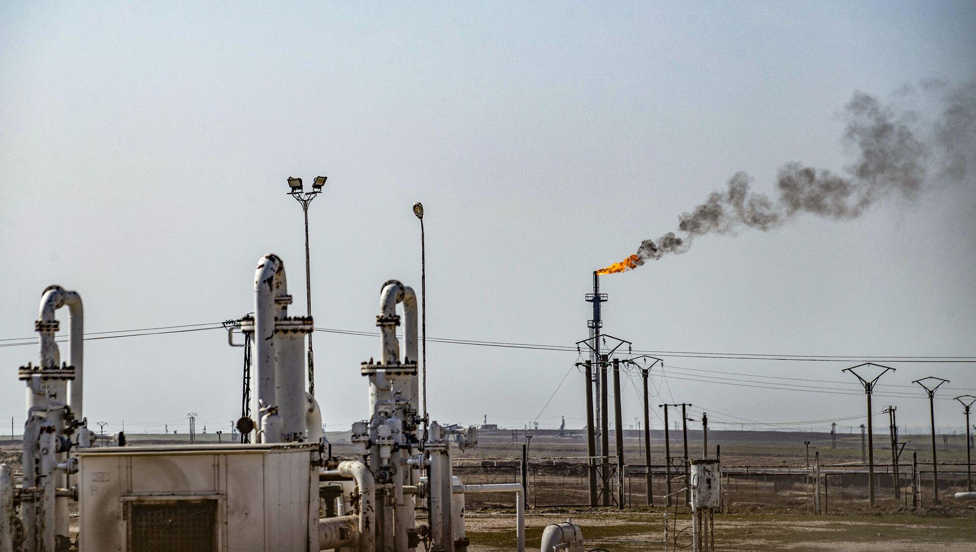 Pola naftowe Suweidiya w północno-wschodniej Syrii w prowincji Hasakah - Sputnik Polska, 1920, 17.02.2021
