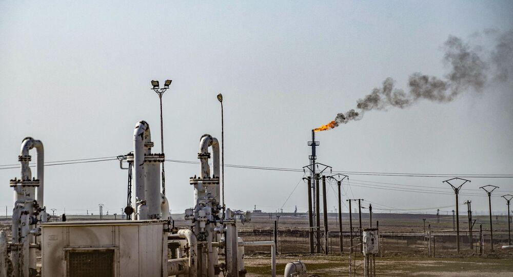 Pola naftowe Suweidiya w północno-wschodniej Syrii w prowincji Hasakah