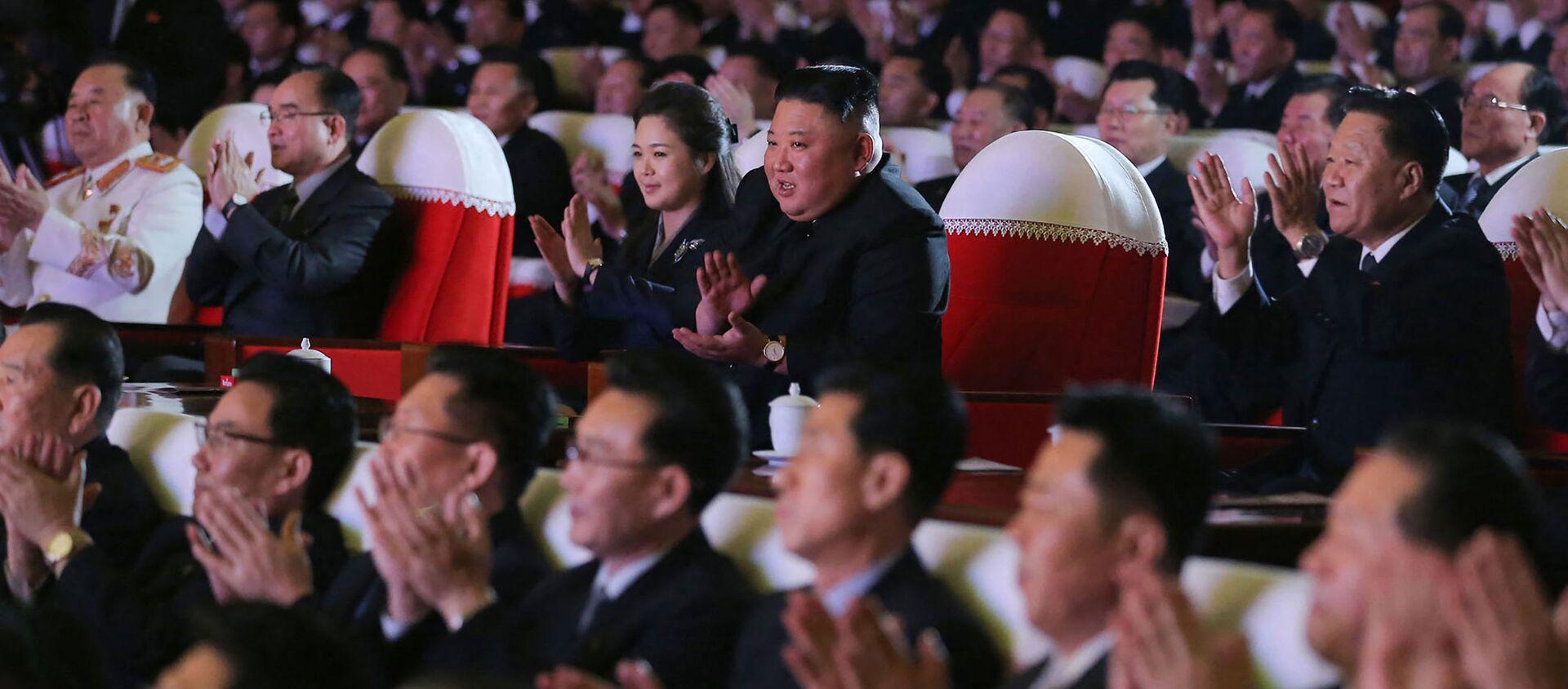 Korea Północna Kim Jong Un Kim Jong Un Lee Seol Joo Ri Sol Ju żona występ muzyczny - Sputnik Polska, 1920, 17.02.2021