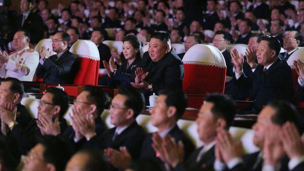 Korea Północna Kim Jong Un Kim Jong Un Lee Seol Joo Ri Sol Ju żona występ muzyczny - Sputnik Polska