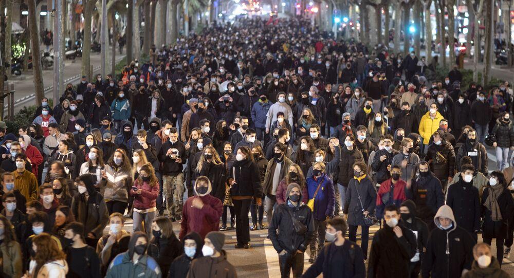 Protesty w Barcelonie przeciwko aresztowaniu rapera Pablo Hasela