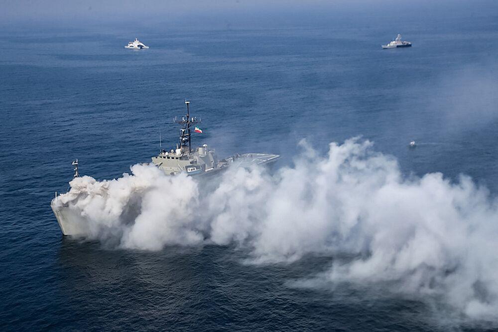 Okręt desantowy irańskiej marynarki wojennej na ćwiczeniach irańskiej i rosyjskiej marynarki wojennej