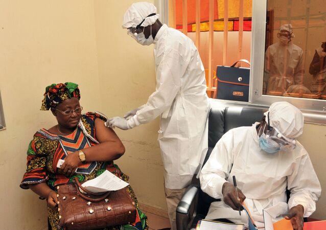Szczepienie przeciwko wirusowi Ebola w Gwinei.