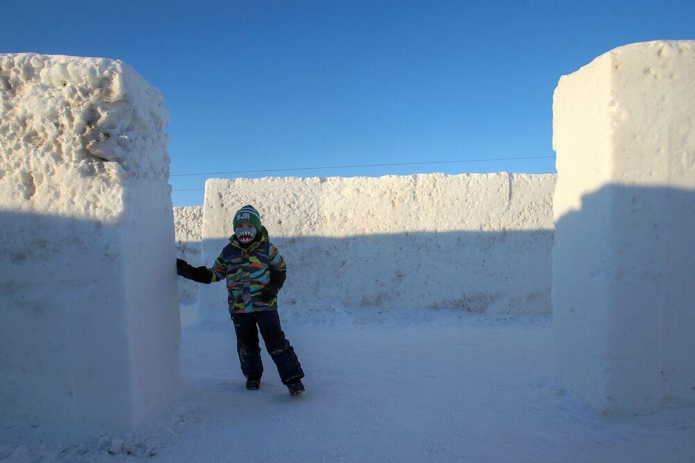 Labirynt ze śniegu w prowincji Manitoba w Kanadzie