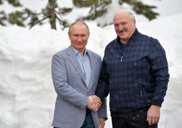 Prezydent Rosji Władimir Putin i prezydent Białorusi Alaksandr Łukaszenka podczas spotkania w Soczi