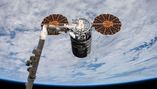 Statek Cygnus podczas dokowania do MSK - Sputnik Polska