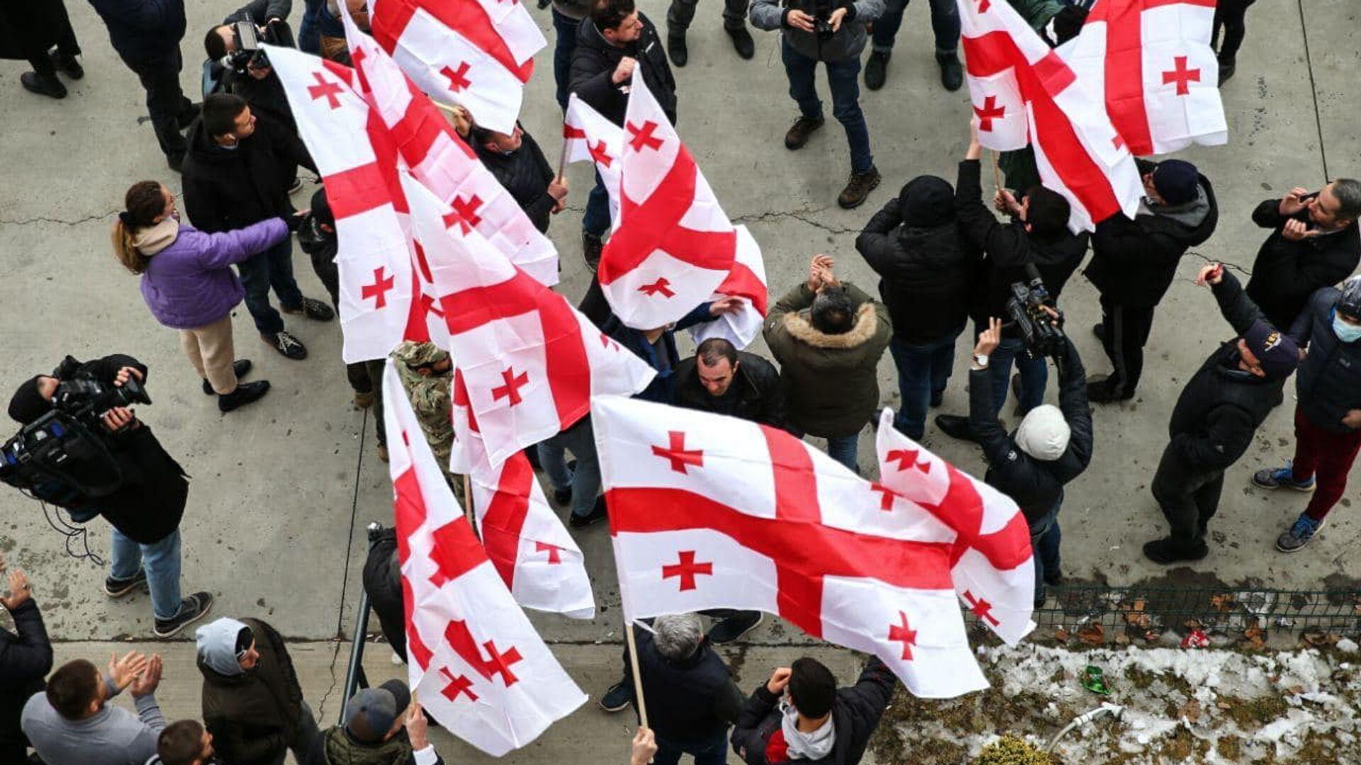 Zwolennicy opozycji z flagami w Tbilisi - Sputnik Polska, 1920, 05.07.2021