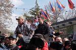 Zwolennicy dymisji premiera Nikola Pasziniana w Erywaniu.