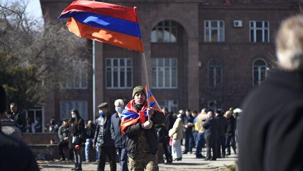 Protesty pod gmachem parlamentu w Erywaniu.  - Sputnik Polska
